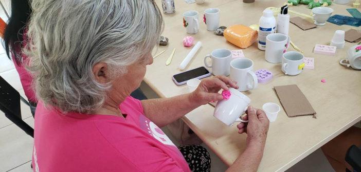 50 Tons de Vida Rosa: artesanato promove interação entre mulheres com câncer de mama